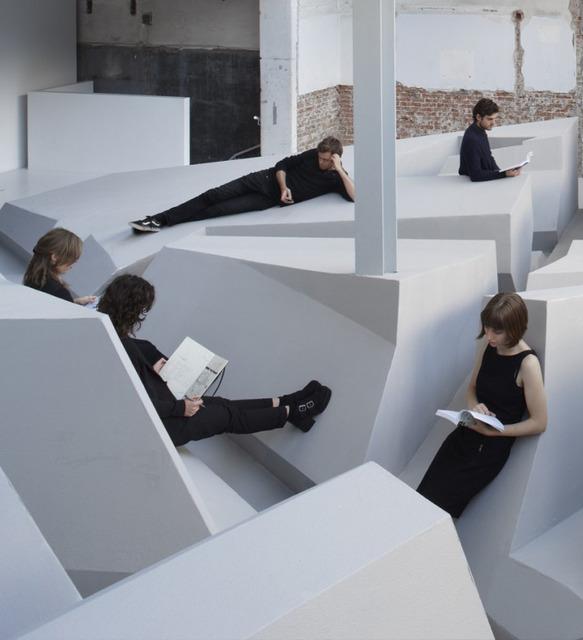 決して座らせてくれない【The end of Sitting】オフィスデザインが今話題になっている!