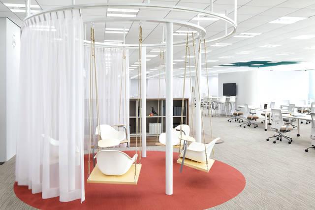 業界NO.1の実績を誇るコンビニ後払い決済「NP後払い」,株式会社ネットプロテクションズのブランコのあるオフィス!