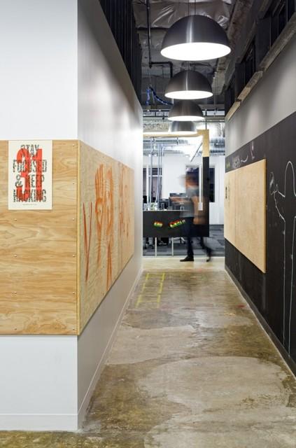 http://officesnapshots.com/2013/02/04/facebook-menlo-park-office-design/ (73)