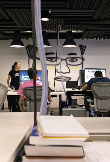http://officesnapshots.com/2013/02/04/facebook-menlo-park-office-design/ (89)