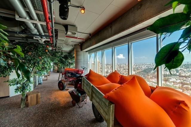 http://officesnapshots.com/2013/01/31/google-tel-aviv-office-design/ (197)