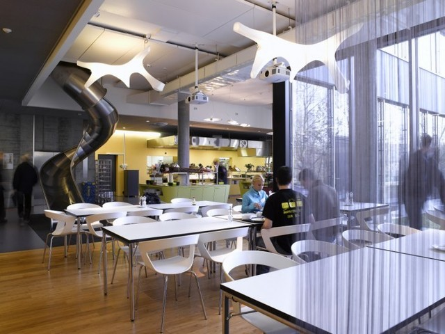 http://officesnapshots.com/2012/02/17/awesome-previously-unpublished-photos-of-google-zurich/ (213)