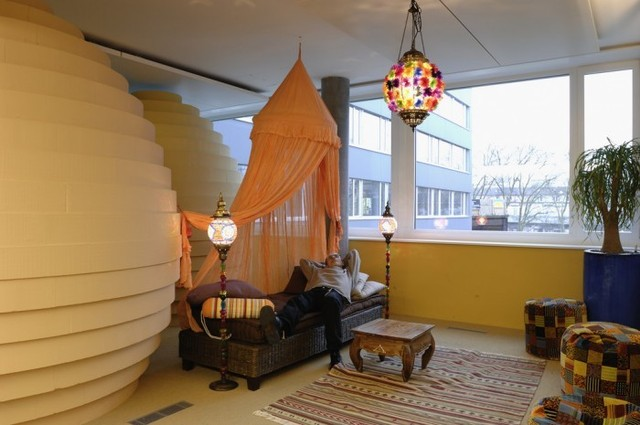 http://officesnapshots.com/2012/02/17/awesome-previously-unpublished-photos-of-google-zurich/ (216)