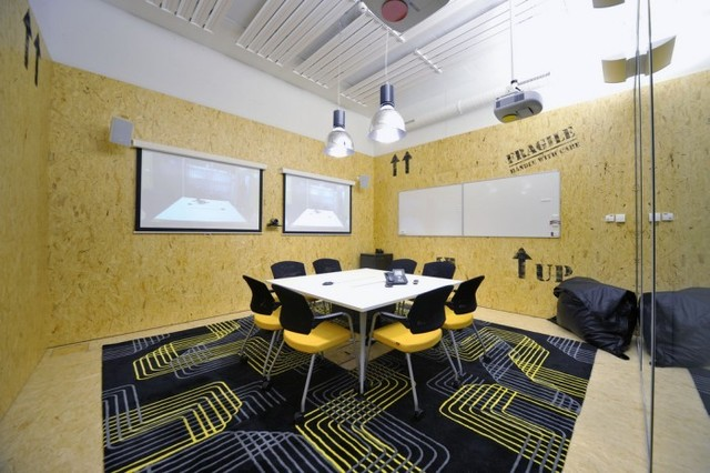 http://officesnapshots.com/2012/02/17/awesome-previously-unpublished-photos-of-google-zurich/ (225)