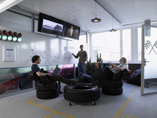 http://officesnapshots.com/2012/02/17/awesome-previously-unpublished-photos-of-google-zurich/ (235)