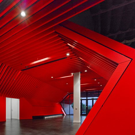 http://www.dezeen.com/2013/11/11/fox-head-offices-arranged-like-a-city-street-by-clive-wilkinson-architects/ (1040)