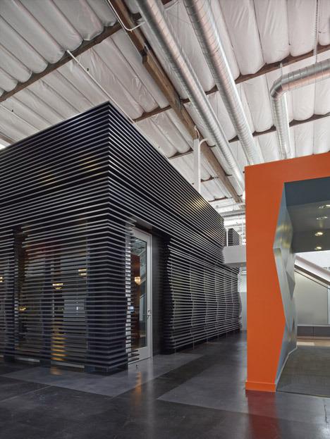 http://www.dezeen.com/2013/11/11/fox-head-offices-arranged-like-a-city-street-by-clive-wilkinson-architects/ (1047)