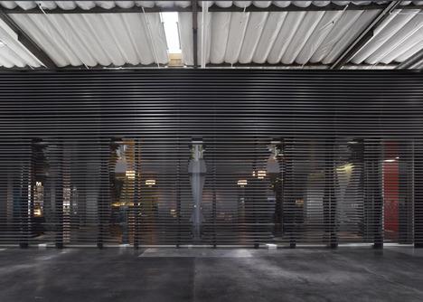 http://www.dezeen.com/2013/11/11/fox-head-offices-arranged-like-a-city-street-by-clive-wilkinson-architects/ (1048)
