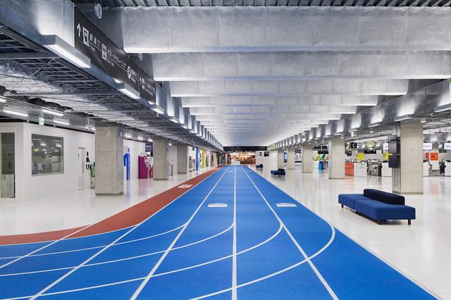 narita airport's new terminal has color-coded running tracks (5942)