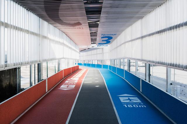 narita airport's new terminal has color-coded running tracks (5949)