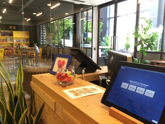 A sneak peek inside Facebook's office in Singapore! (7583)
