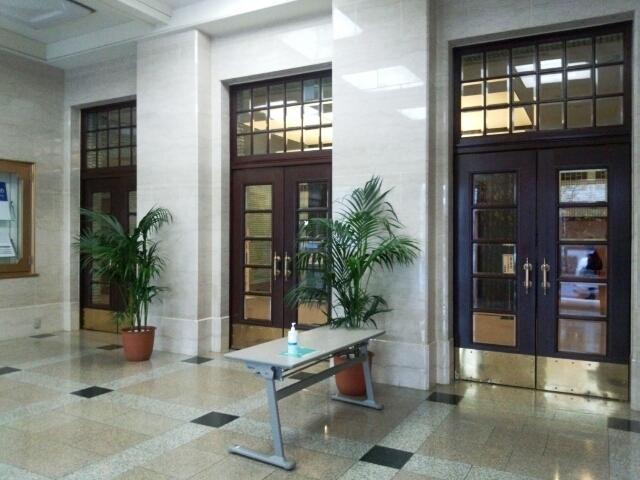 市政会館 玄関