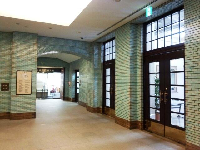 市政会館 玄関内部