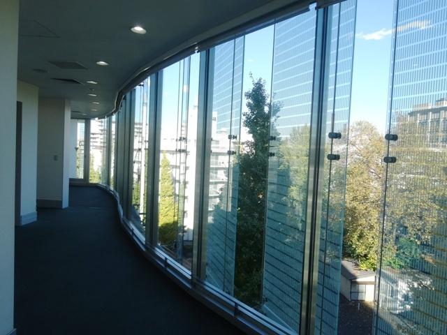 外観のガラスパネル