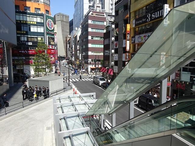 GINZA SIX バスターミナル入口