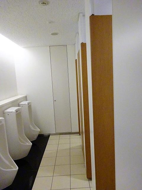 有明セントラルタワー 男子トイレ