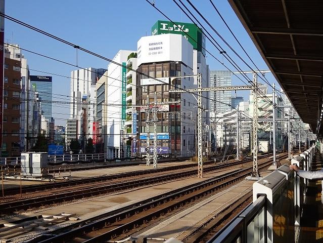神田駅ホームからのoak神田鍛冶町