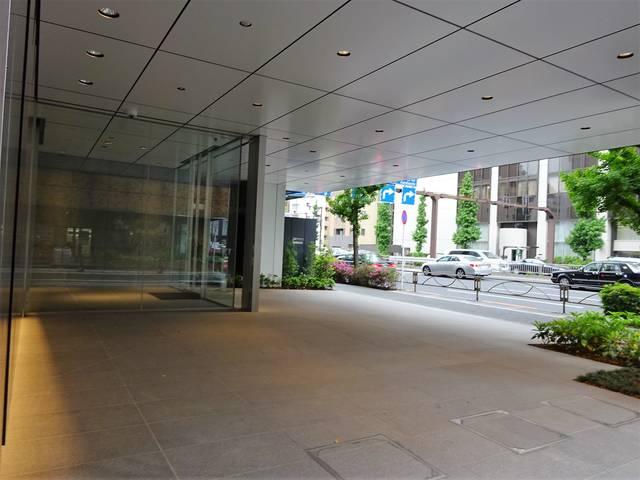 PMO東新橋 玄関前