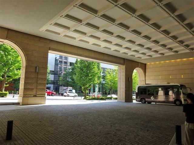 ビル入口の大空間