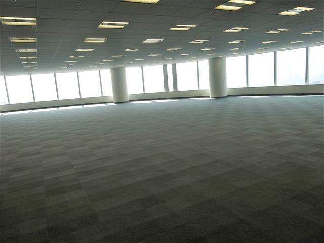 基準階1,360坪あります。