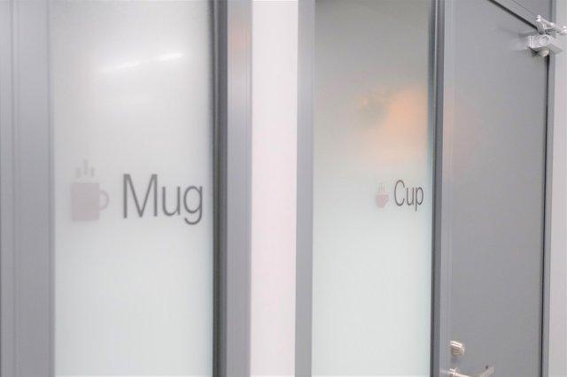 ギフティのアイデンティティ(コーヒー)は、会議室の名称...