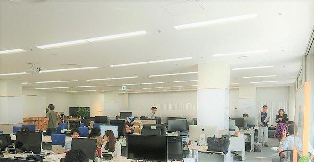 開放的な執務スペース