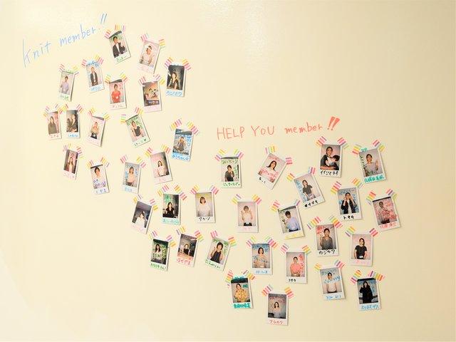 執務室の壁には社員の写真☆ 別の場所にいても互いの存在...