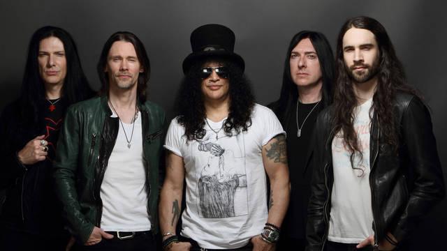 Guns N' Rosesのギタリスト、スラッシュが来日公演に合わせてソロ・ベスト・アルバム発売