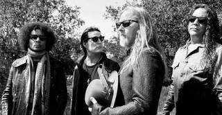 米ワシントン州シアトルのオルタナティヴ・ロック・バンド、ALICE IN CHAINSが最新作のタイトルトラック「Rainier Fog」のリリック・ビデオを公開