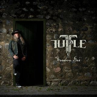 """豪華メンバーがゲスト参加!TAROTのシンガーとして2010年に来日したトンミ""""トゥプレ""""サルメラのソロ・プロジェクトTUPLEがデビュー作「WOODEN BOX」を6月26日にリリース"""