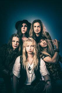 フィンランドの80年代型ハード・ロックSHIRAZ LANEが無料ライブストリーム「Koiso Loves Jamit – On Air + Live」に出演!(日本時間8月30日AM1:30)