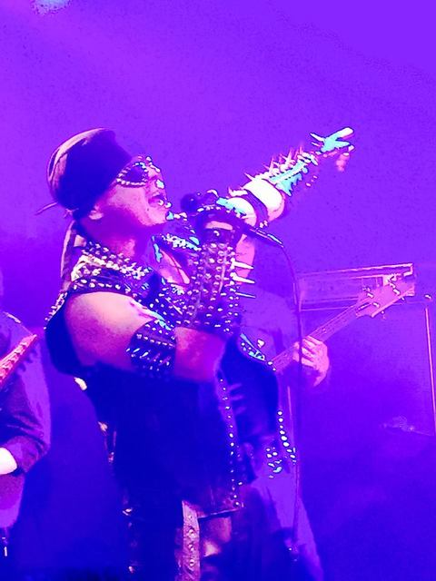 奇跡が舞い降りた夜、彼らのステージに酔いしれた。