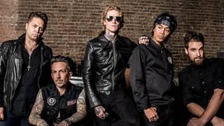 バックチェリー Nine Inch Nailsのカバー曲「Head Like A Hole」のMVを公開