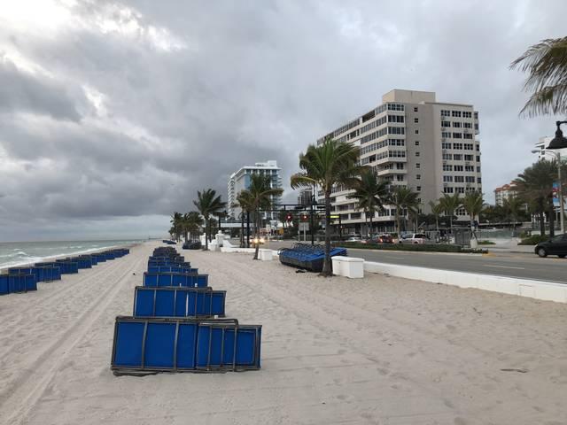 出港の地、フォートローダーディールの朝のビーチ。