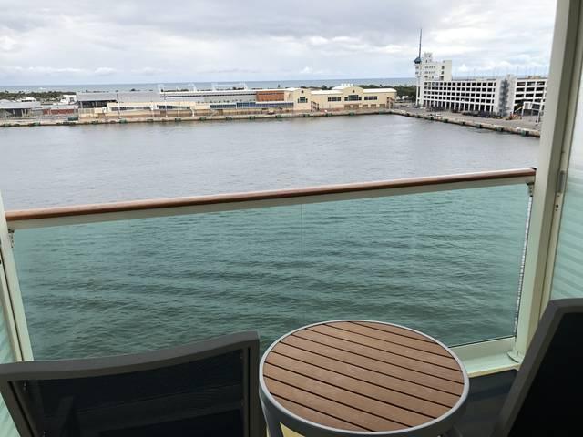 部屋から見た航海前の風景。