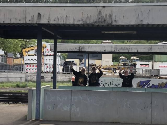ケーニヒスホーフェン駅の様子。無人駅なので不安になるが...