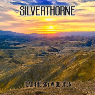 SILVERTHORNEがデビューEP『Tear The Sky Wide Open』を発売!