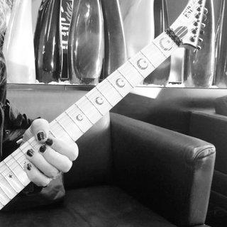 METALLICAのKirk Hammettがリフ作り。COVID-19で活動が停滞したこの時期を利用。