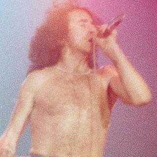 忘れじのロックンローラーBon Scott(AC/DC)。Greg Pratoによる『A Rockin' Rollin' Man: Bon Scott Remembered』出版。