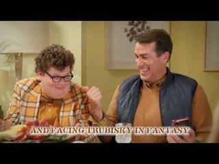 喜劇の相乗効果! STEEL PANTHERとコメディアンのRob Riggleがコラボして感謝祭の曲!