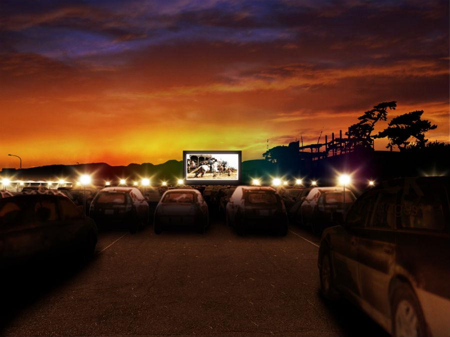 「ドライブイン・シアター」が一夜限りの復活!「ロングビーチ Drive-in Theater」で最高にロマンティックな体験を。[神奈川・大磯]