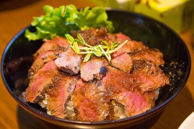 牛サーロインステーキや和牛串が、すべて200円均一の肉フェス開催[茨城・つくば]