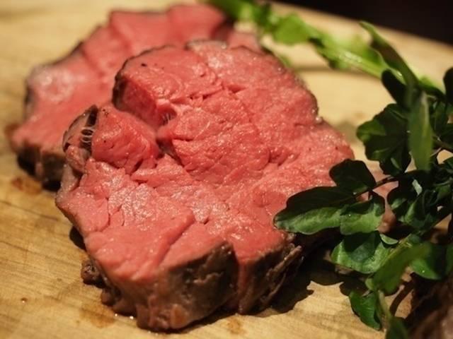 5種類の赤身肉&厳選ワインが食べ飲み放題の「大人の肉祭り」開催[東京・渋谷]