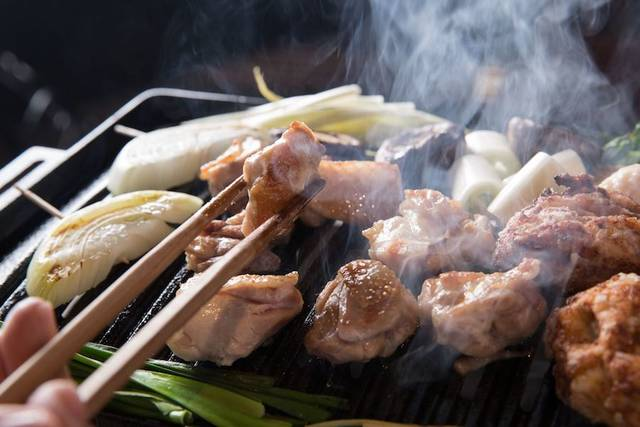 地鶏焼肉店「鶏ノ屋」が、お酒を1杯2円で提供! [東京・中目黒]