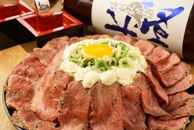 大阪の牛かつ専門店で、デカ盛りステーキ丼が半額になるキャンペーン開催[大阪・日本橋]