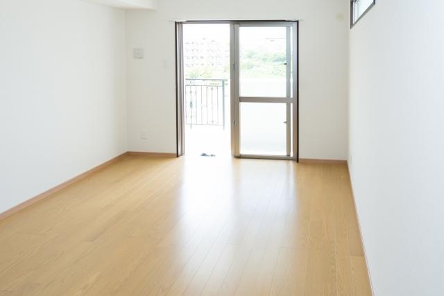 カーペットかフローリングか、それとも畳!? 床の材質のメリットとデメリットが知りたい!