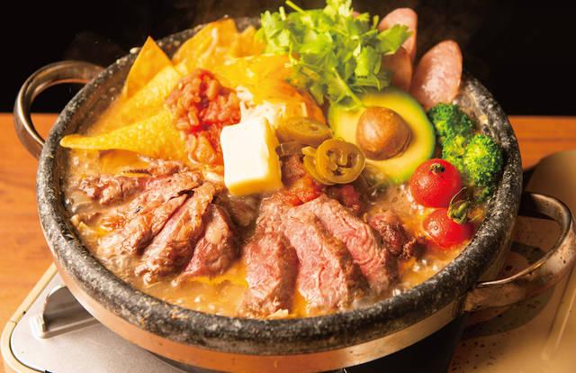 HangOut HangOver、SNS映え抜群の「牛ステーキのアボカドサルサチーズ鍋」販売