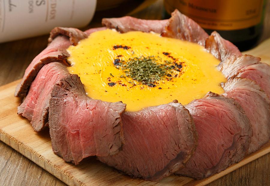 裏NO庭、肉とチーズがあふれ出す 「肉シカゴピザ」を無料で提供開始!