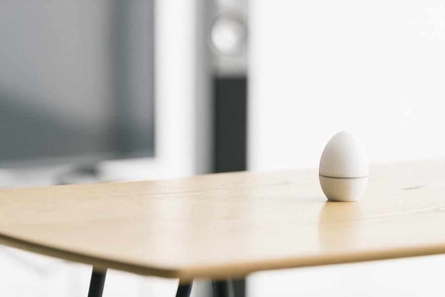 スマホでまとめて家電を操作できる、タマゴ型スマートリモコン「エッグ」がMakuakeに登場