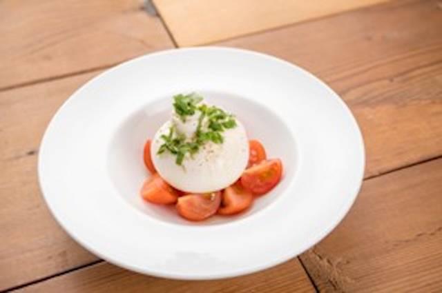 「フルーツトマトとブッラータチーズのカプレ」(税別1,680円)